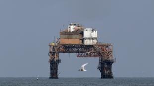 Une plateforme gazière (photo d'illustration). D'énormes quantités de gaz auraient été découvertes au large du Sénégal au début de l'année.