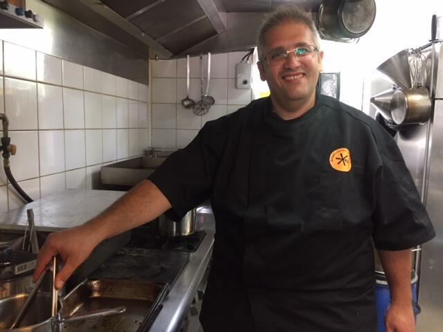 Nabil Atar, cuisinier syrien qui pendant 48h a pu cuisiner aux côtés d'un chef français.