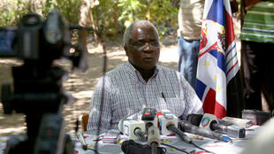 Afonso Dhlakama, líder da Renamo, aquando de uma conferência de imprensa em Abril de 2013.