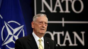 Министр обороны США Джеймс Мэттис, Брюссель, 16 февраля 2017.