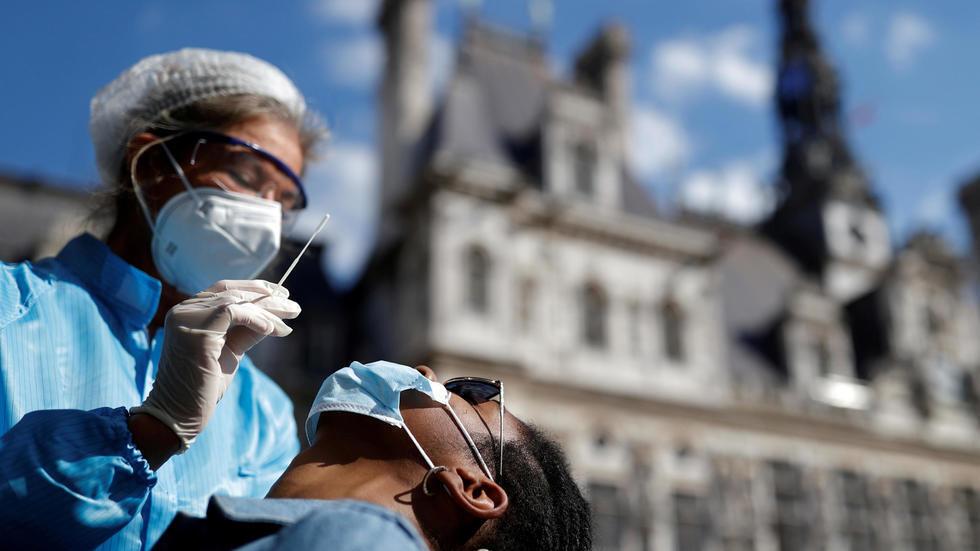 Devant la mairie de Paris, France, le 2 septembre 2020.