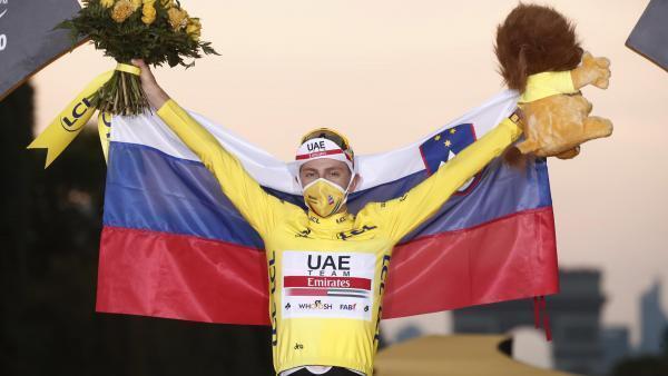 Le Slovène Tadej Pogacar célèbre sa victoire sur le Tour de France 2020, le 20 septembre 2020.