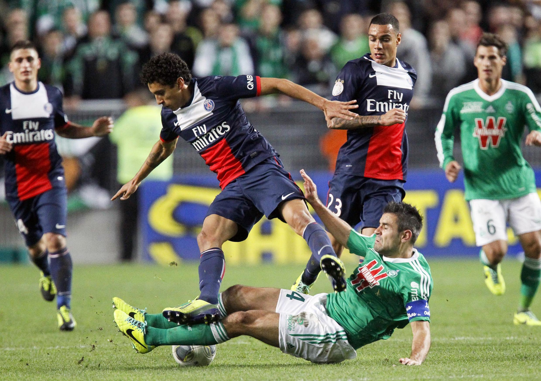 O zagueiro Marquinhos foi bastante criticado pelos erros durante o jogo do PSG contra o Saint-Etienne.