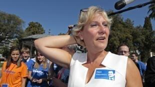 Nadine Morano, a dirigente dos Republicanos, que declarou que o povo francês é de raça branca, sendo afastada das listas das próximas eleições regionais
