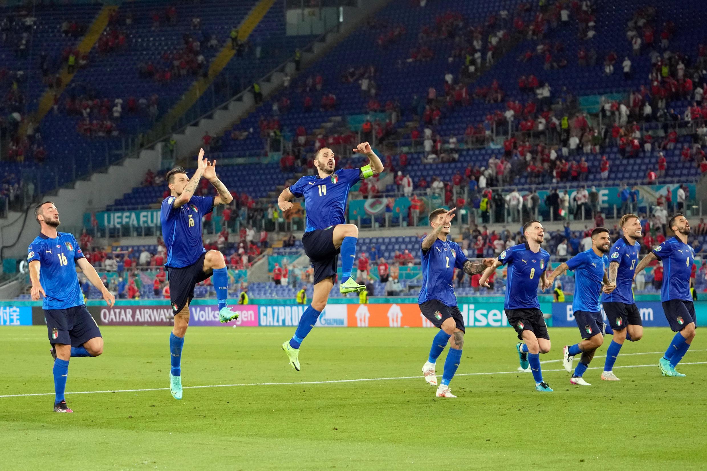 Os italianos apuraram-se para os oitavos-de-final.