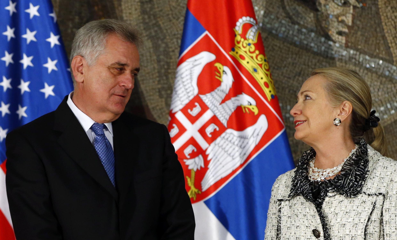La secrétaire d'Etat américaine Hillary Clinton et le président serbe Tomislav Nikolic.