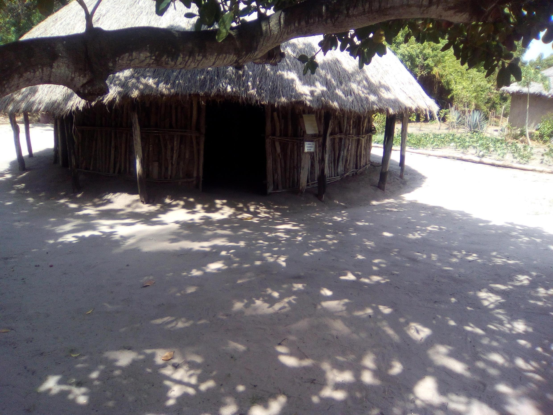 Mfano wa nyumba la kabila la Wazanaki kutoka mkoani Mara, nchini Tanzania (Picha na Karume Asangama).