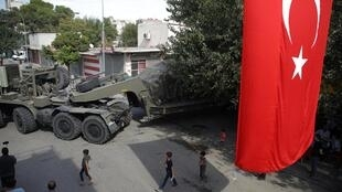 Material militar turco na fronteira com a Síria.