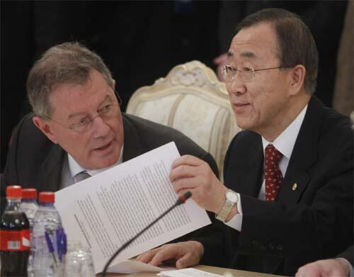 UN Secretary General Ban Ki-moon (R) at the Moscow talks