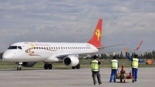 恐怖分子劫持未遂的ERJ-190客機