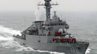 Le navire militaire sud-coréen, Cheonan, lors d'une opération navale, le 23 mars 2010, soit trois jours avant son naufrage.