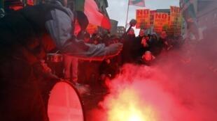 Manifestation contre le plan d'austérité devant le Parlement irlandais à Dublin, le 7 décembre 2010.