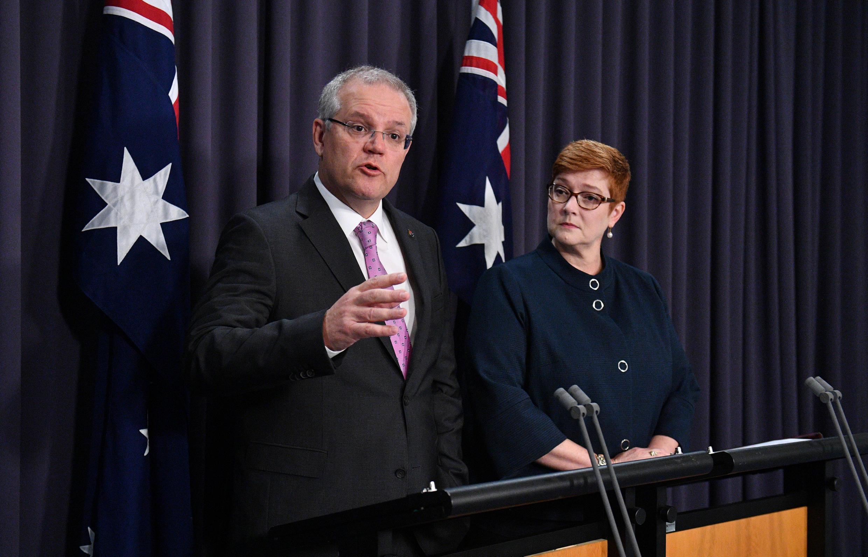 Thủ tướng Úc Scott Morrison (T) trong cuộc họp báo tại thủ đô Canberra, ngày 16/10/2018.