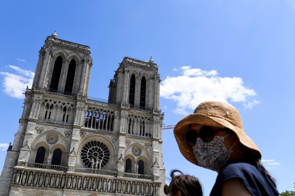 Notre Dame parvis