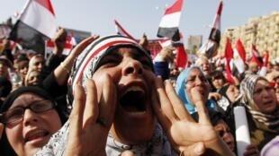 Manifestants place Tahrir, au Caire, le 25 janvier 2012.