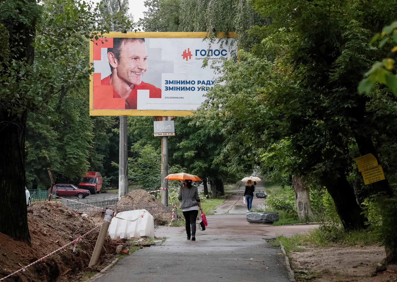 Предвыборный плакат партии «Голос» в Киеве 15 июля 2019
