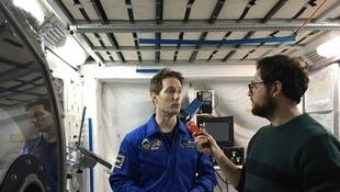 L'AstronauteThomas Pesquet au micro de Simon Rozé.