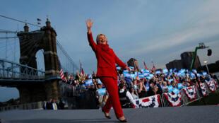 Ứng viên tổng thống đảng Dân Chủ Hillary Clinton đến cuộc mít tinh vận động tranh cử tại Cincinnati, bang Ohio, ngày 31/10/2016.