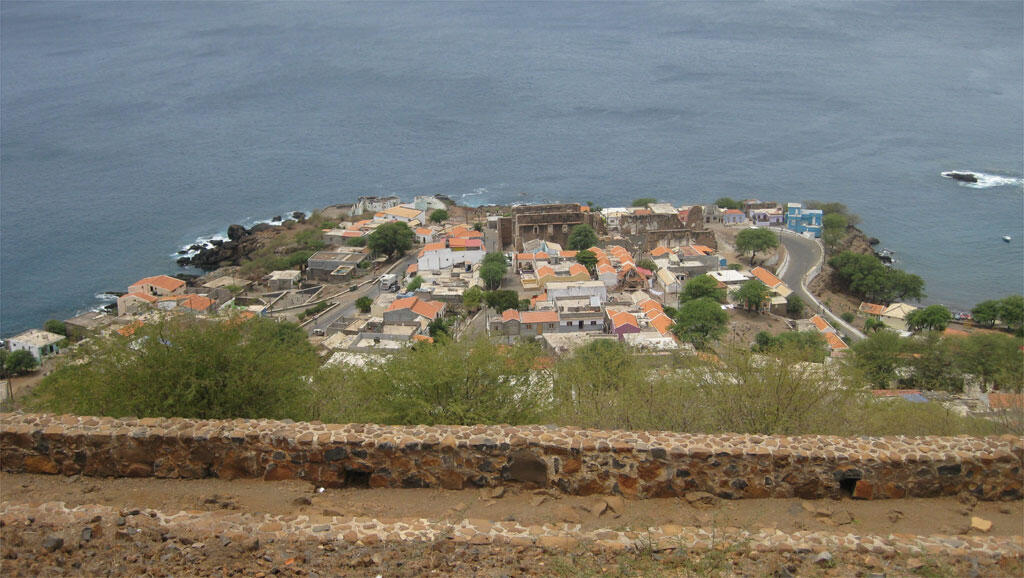 Le site de Cidade Velha-Ribeira Grande, sur l'île de Santiago, vu du fort construit par les Portugais en 1580.