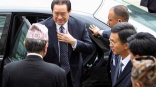 資料照片:周永康2011年8月17日抵達加德滿都