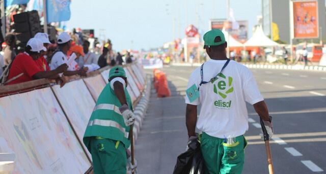 Trabalhadores da ELISAL, em Luanda.