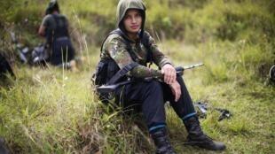 Juliana, guerrillera de 20 años e integrante de las Farc. Foto de archivo. 2016.
