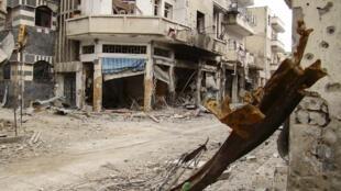 Imagens da destruição provocada pela ofensiva do exército de Bashar al-Assad na cidade de Homs, no dia 30 de março.
