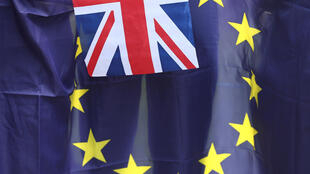 Cờ Anh và Liên Hiệp Châu Âu.