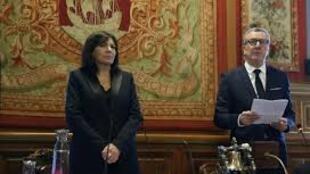 Anne Hidalgo e Yvan Mayeur no Conselho de Paris, a 29 de Março de 2016