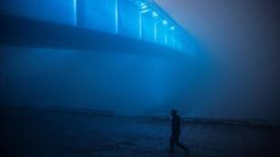 Belgrade, comme beaucoup d'autres villes des Balkans, est plongée dans un épais brouillard dû à la pollution atmosphérique, le 15 janvier 2020..