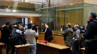 """Francis Vuillemin, um dos advogados de Ilich Ramírez Sánchez, conhecido como Carlos, o """"Chacal"""", acusado de quatro atentados mortais cometidos na França em 1982 e 1983, durante coletiva antes do julgamento."""
