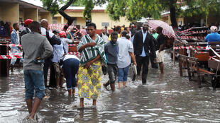 Voters gather at a flooded polling station during the presidential election in Kinshasa, Democratic Republic of Congo, December 30, 2018.
