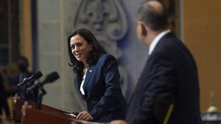La vice-présidente américaine Kamala Harris et le président guatémaltèque Alejandro Giammattei lors d'une conférence de presse à Guatemala City, le 7 juin 2021.