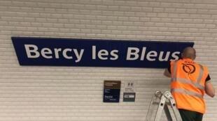 """Bercy es rebautizada """"Bercy les Bleus"""" (juego de palabras con Gracias los Bleus)."""