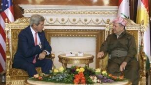 John Kerry con el jefe del gobierno autónomo kurdo, Masud Barzani, este 24 de junio en Erbil.
