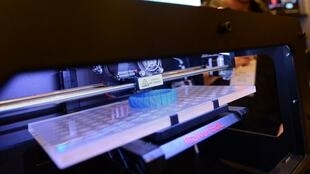 Une imrpimante 3D edite un objet en 3 dimensions, durant le show «Inside D printing» à New York, le 30 avril 2013.