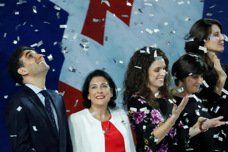 Французский дипломат и кандидат в президенты Саломе Зурабившиви набрала в первом туре выборов набрала 38,6% голосов