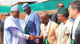 Shugaba Muhammadu Buhari  da wasu jami'an gwamnatinsa a wurin kaddamar da aikin jirgin kasa na fasinja mai zirga-zirga a Abuja