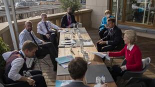 El presidente del Consejo Europeo, Charles Michel, la canciller alemana Angela Merkel, el presidente francés Emmanuel Macron y la presidenta de la Comisión Europea, Ursula von der Leyen, se reúnen al margen de una cumbre de la UE, el 18 de julio de 2020 en Bruselas