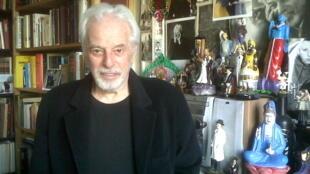 Alejandro Jodorowsky recibió a RFI en su casa, repleta de libros y deidades populares venidas de todo el mundo.