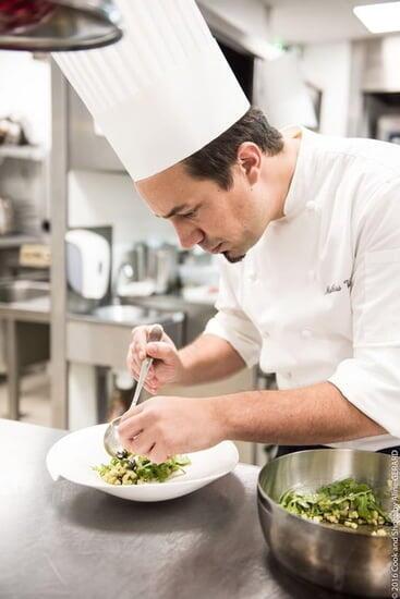 """主廚的青年法國大廚馬蒂亞斯·維拉推崇法式""""高端小酒館""""美食"""
