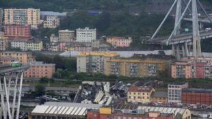 Imagem da ponte que despencou nesta terça-feira na Itália