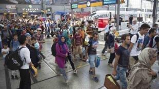 Des réfugiés débarquent à Munich par le rail, mardi 1er septembre 2015.