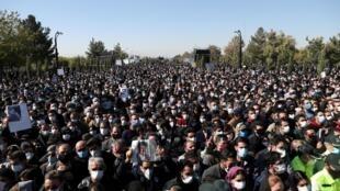 Les Iraniens se sont déplacés en masse pour les obsèques du chanteur, malgré les restrictions liées à la pandémie