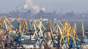 Франция и Украина подписали соглашение о строительстве завода по очистке воды в Мариуполе.