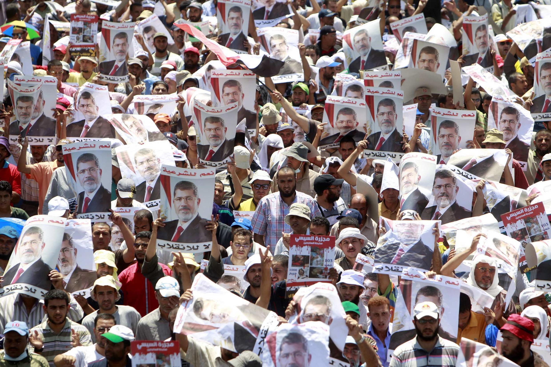 Des partisans pro-Morsi, mardi 30 juillet dans les rues du Caire.
