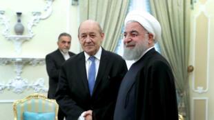 Ngoại trưởng Pháp Jean-Yves Le Drain (T) và tổng thống Iran Hassan Rohani trong cuộc gặp tại Teheran, ngày 5/03/2018.