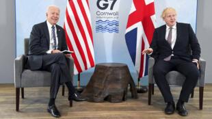 O presidente americano Joe Biden, à esquerda, com o primeiro-ministro britânico Boris Johnson, durante encontro antes da cúpula do G7 na Cornualha, Grã-Bretanha. 10 de junho de 2021.