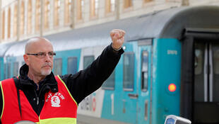 Grevista na estação ferroviária Saint-Charles, em Marselha