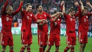 Wachezaji wa Bayern Munich wakishangilia mara baada ya kuibuka na ushindi wa bao 2-1 dhidi ya Real Madrid